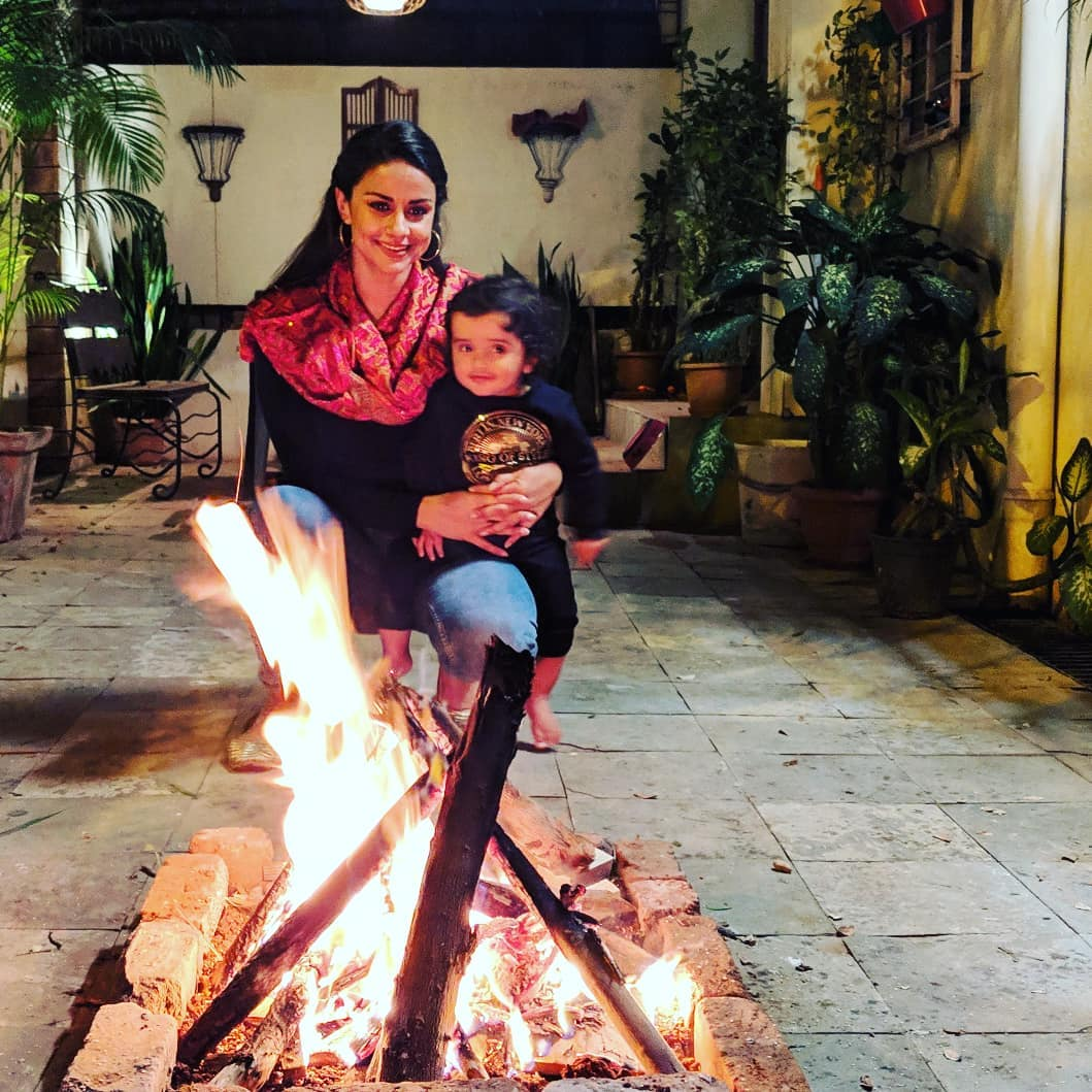 Gul panag celebrated lohri with her family