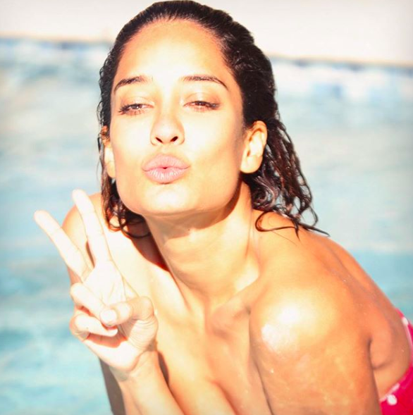 lisa haydon  bikini  legs  bronzed  sun-kissed  leg makeup  glowing skin internal 2