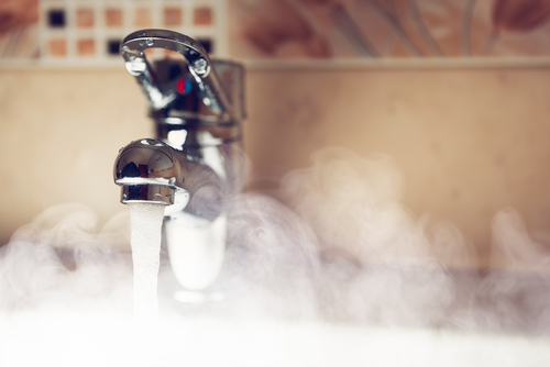 how-to-use-facewash-properly Hot-water
