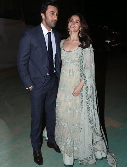 1-Alia-Bhatt- -Ranbir-Kapoors-Outfits-Arent-The-Only-Details-That-Have-Us-Glued-To-Their- Latest-Pictures