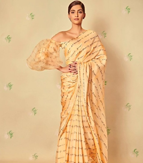 3-Sonam-Kapoor-Wore-A-Scribbled-Saree-And-We-Know-Exactly-What-It-Says!