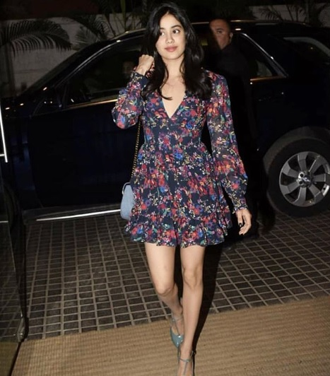 1-Janhvi-Kapoor-Is-Wearing-The-Perfect-Floral-OOTD-And-We-Dare-You-To-Spot-All-Them-Colours!