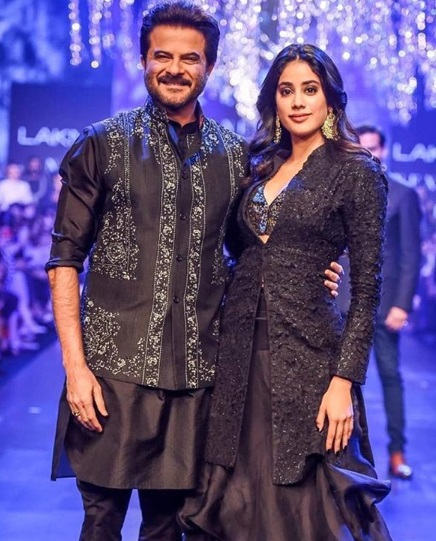 2-The-Drop-Dead-Gorgeous-Kapoor-Clan-Is-Here-Again-And-You-Will-Want-To-Keep-Up-With-Their-Fashion-Game