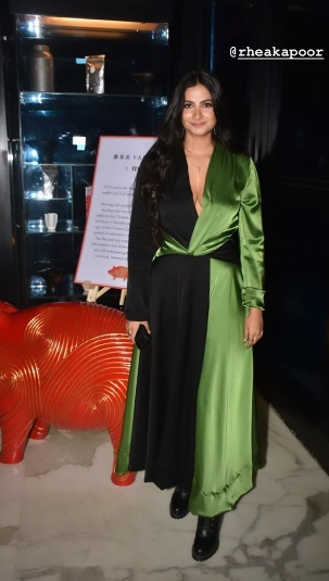 4-The-Drop-Dead-Gorgeous-Kapoor-Clan-Is-Here-Again-And-You-Will-Want-To-Keep-Up-With-Their-Fashion-Game