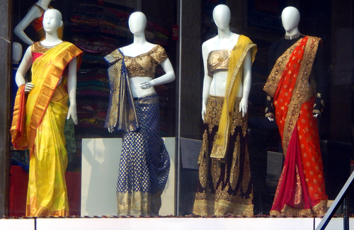 6-vital-tips-for-draping-a-saree-and-not-trip-the-aachol 02