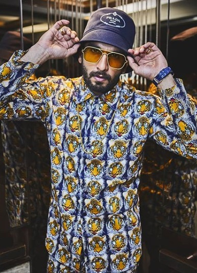 1-Is-Ranveer-Singhs-Outfit-Actually-A-Night-Suit-Or-Is-It-Not-We-Will-Let-You-Decide