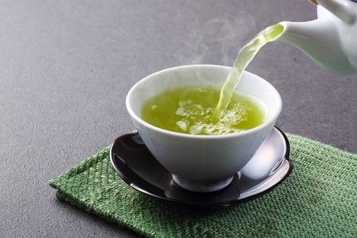 Green tea for thick eyelashes