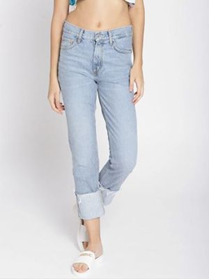roomy-and-boxy-jeans-for-heavy-thighs