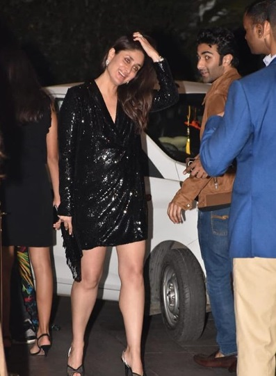 2-Kareena-Kapoor-Khan-Is-Giving-Us-Those-Good-Looks-Good-Looks- -Good-Looks-In-A-Little-Black-Dress- -We-Can't-Even