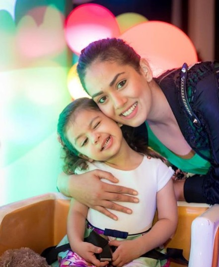 1-Awww-Misha-Kapoor-Poses-Fashionably-Like-A Star-With-Mommy-Mira-Kapoor-And-Our-Hearts-Are-Melting