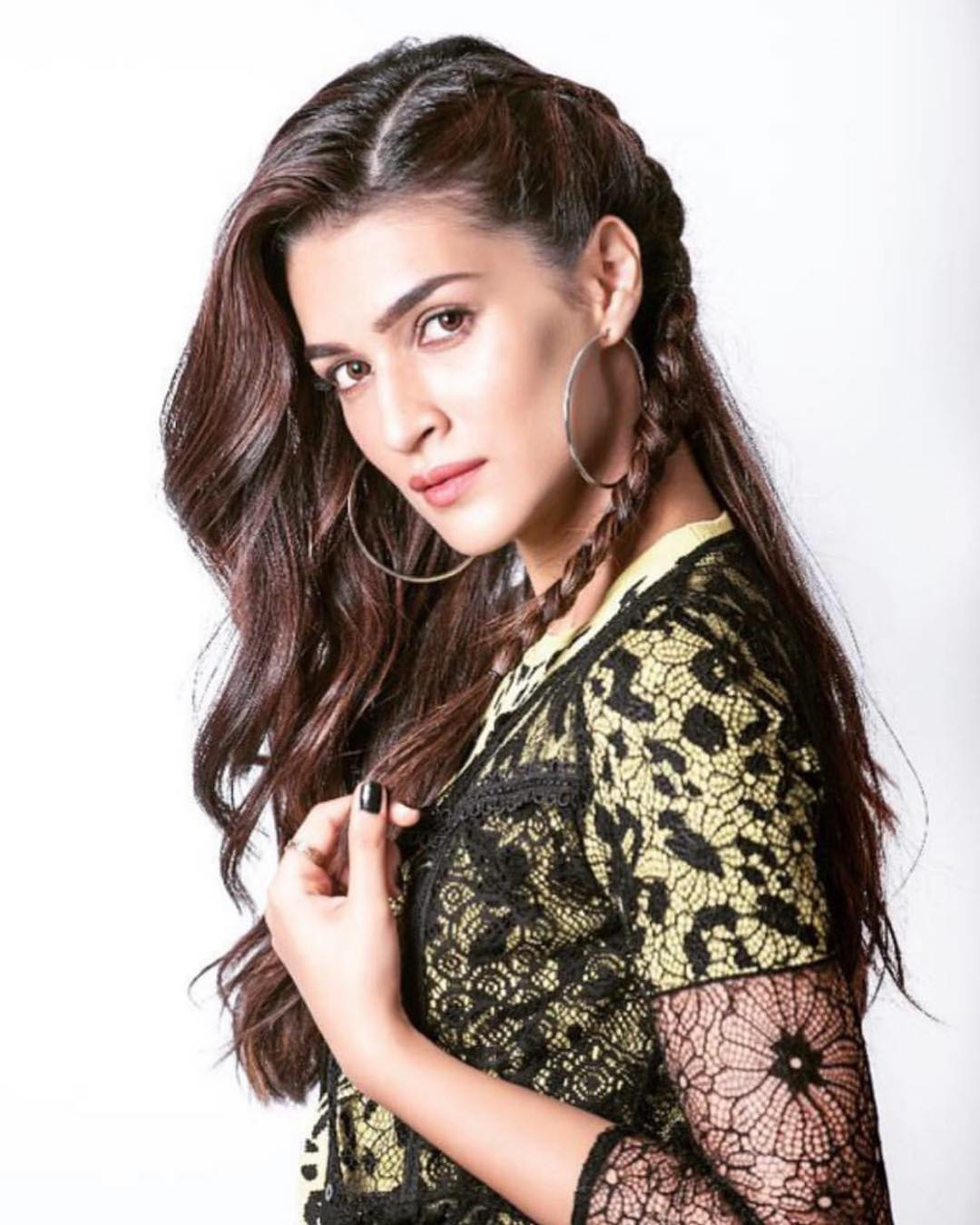 2 Kriti Sanon's New Hairstyle Will Give You The Best Of Both Worlds