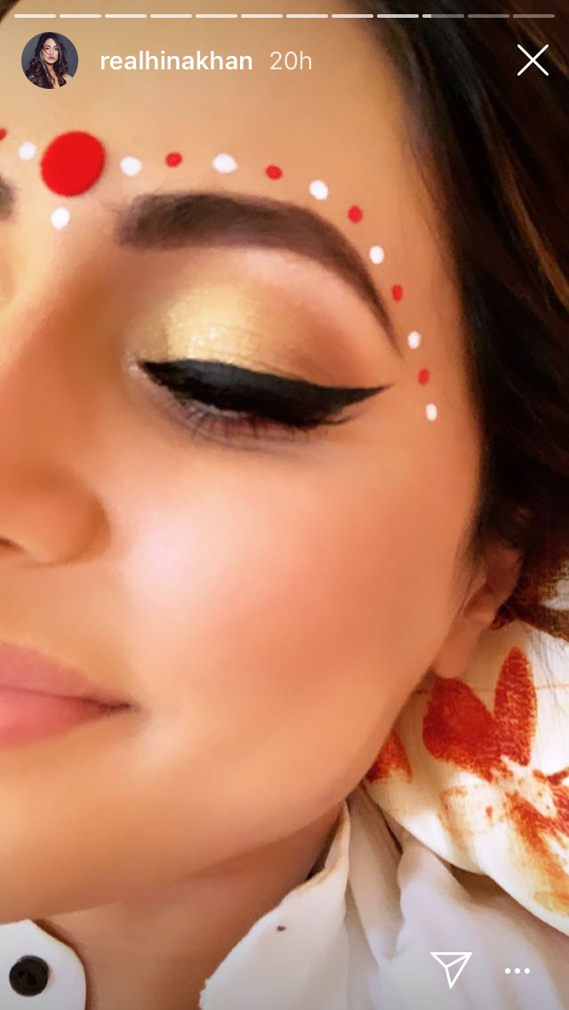 2 We Can't Keep Calm Because Komolika's Bridal Beauty Look Is Too Traditional - hina khan