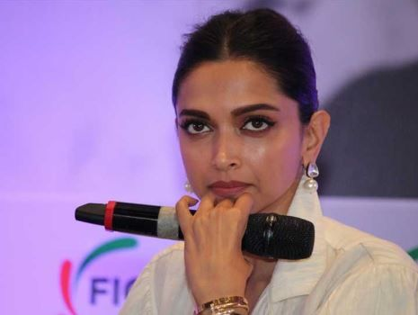 Times When Bollywood Celebs Snapped At The Media- Deepika