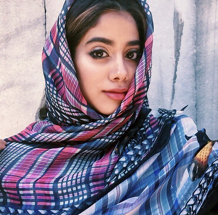 janhvi-kapoor-birthday-best-beauty-makeup-looks %285%29