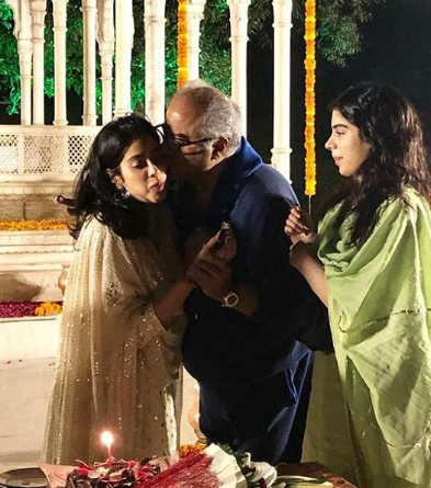2-janhvi-kapoor-with-father-and-sister
