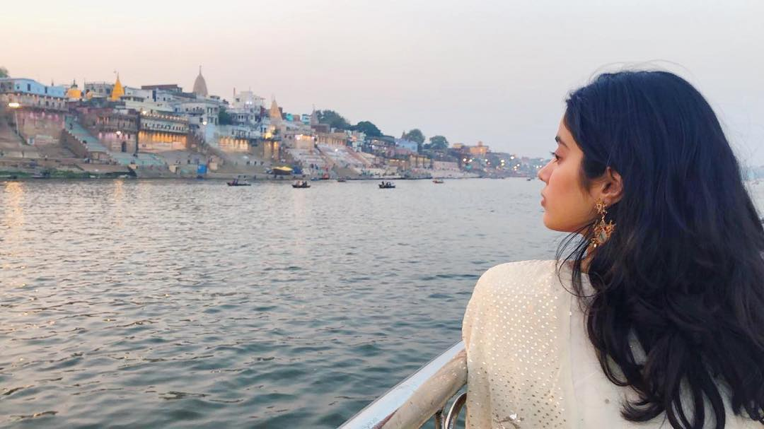 6-janhvi-kapoor-in-varanasi-on-her-birthday