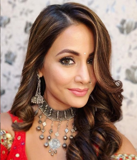 Hina Khan showing bridal makeup