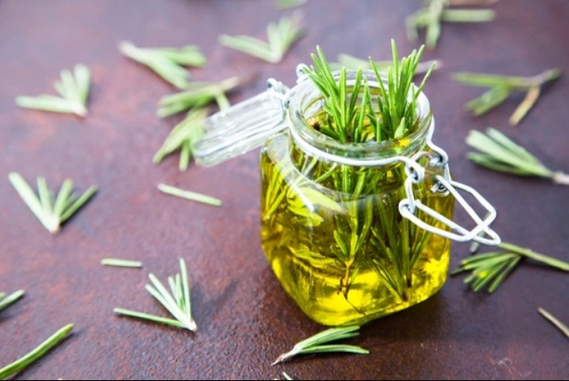 3-rosemary-oil-health-and-beauty-benefits