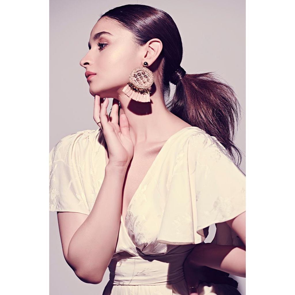 alia-bhatt-hairstyle-ponytail-bollywood 1 %281%29