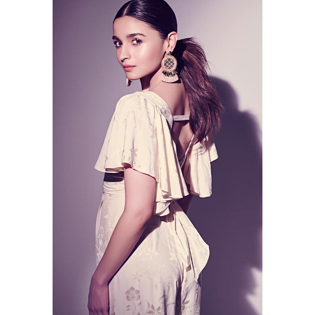 alia-bhatt-hairstyle-ponytail-bollywood 1 %282%29