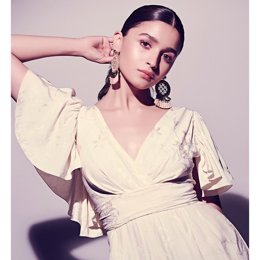 alia-bhatt-hairstyle-ponytail-bollywood 1 %283%29