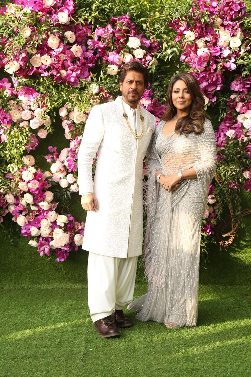 akash-shloka-wedding-shahrukh-with-gauri-khan