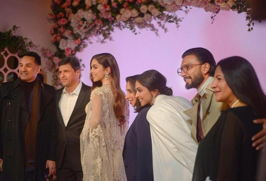 deepika-s-wax-statue-actress-posing-with-the-family