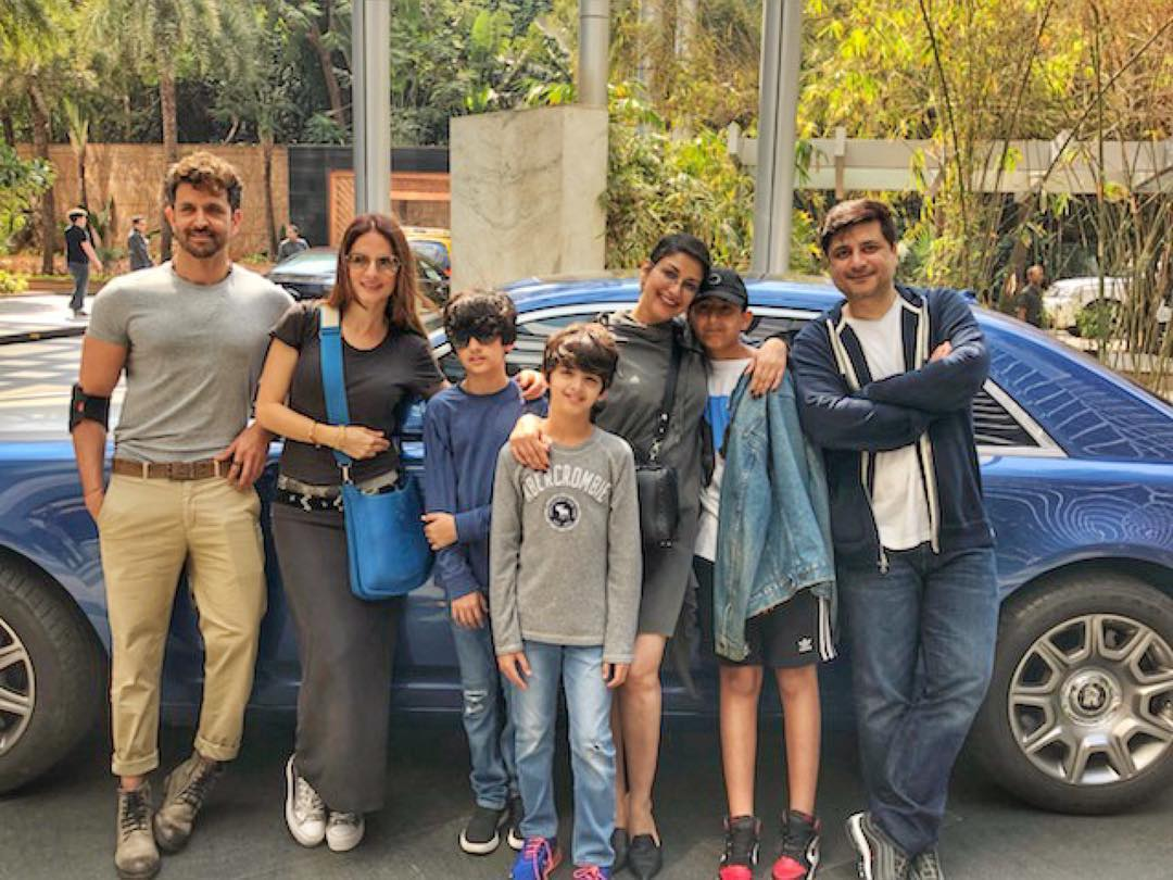 sonali-bendre-brunches-with-hrithik-roshan-and-family