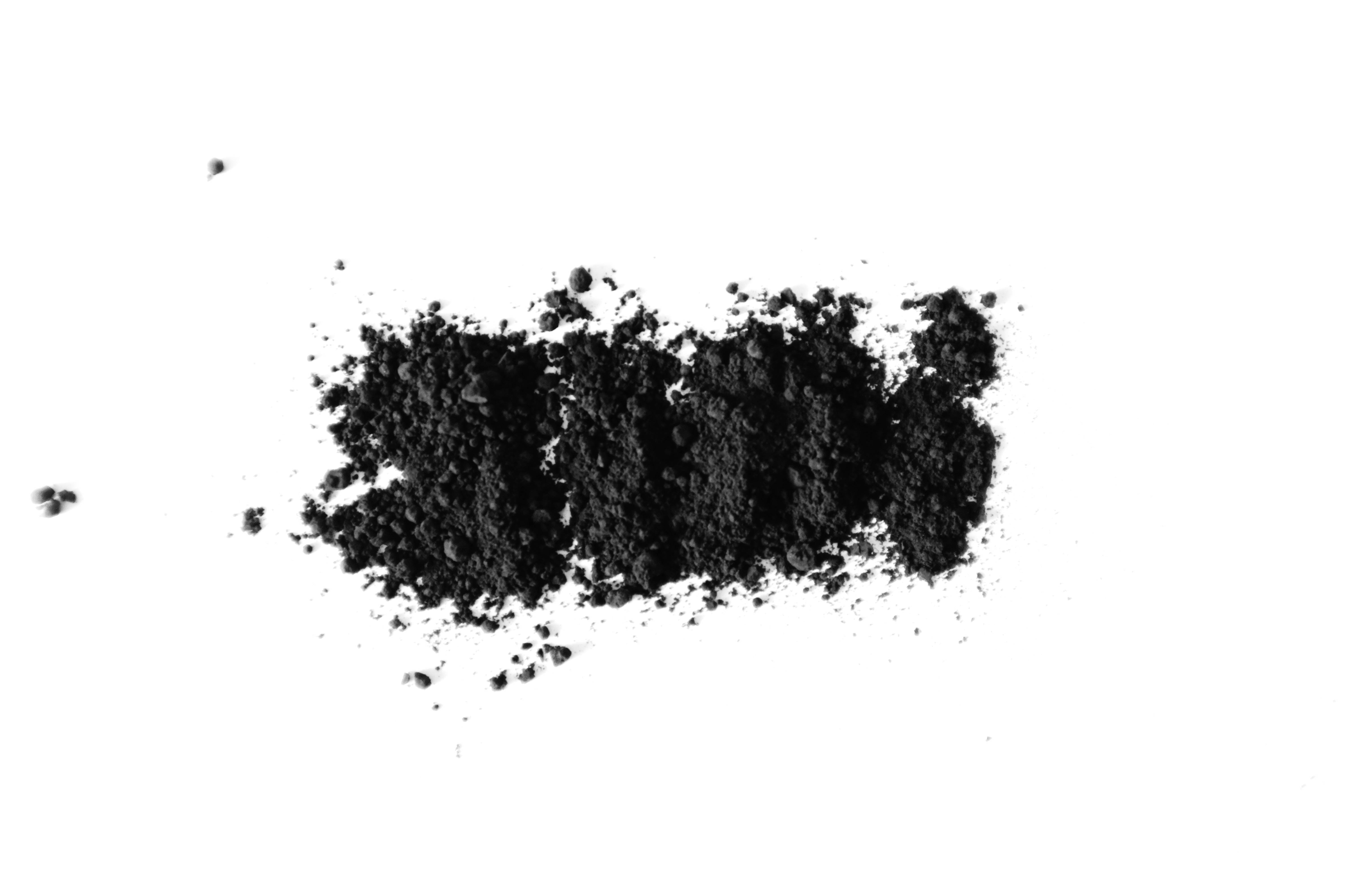 activated-charcoal-eyeliner