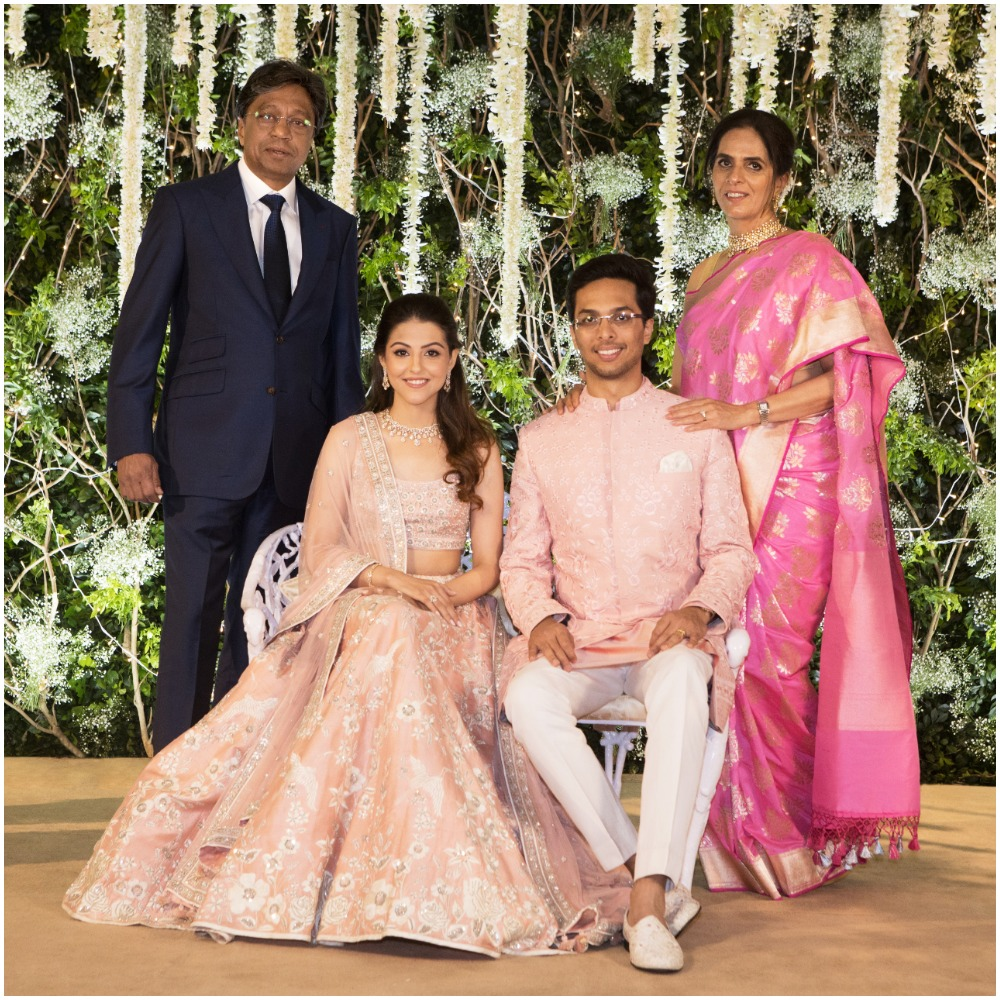 yash-dongre-benaisha-kharas-wedding-parsi-recpetion-family-picture