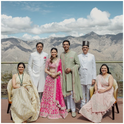 yash-dongre-benaisha-wedding-ffamily-picture