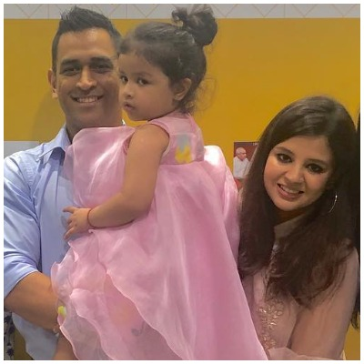 ms-dhoni-talking-to-ziva-in-six-languages-viral-video