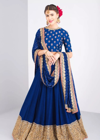 4-sabyasachi-lehengas-on-rent-popxo1