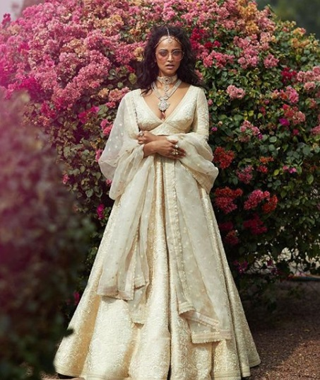 7-sabyasachi-lehengas-on-rent-popxo