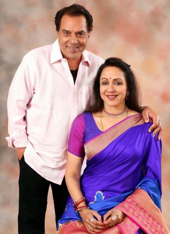 2  hema malini is a billionaire actress with husband dharmendra