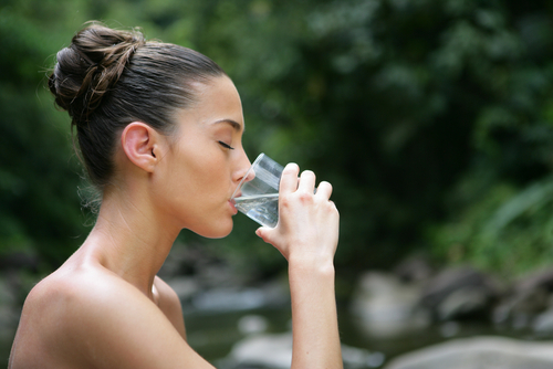 woman-drinking-water-for-skin