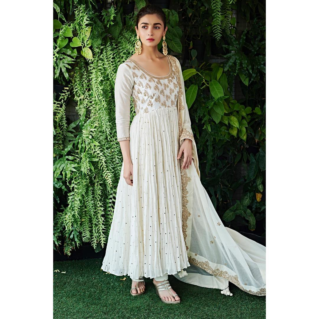 1-alia-bhatt-white-suit-for-kalank-promotions