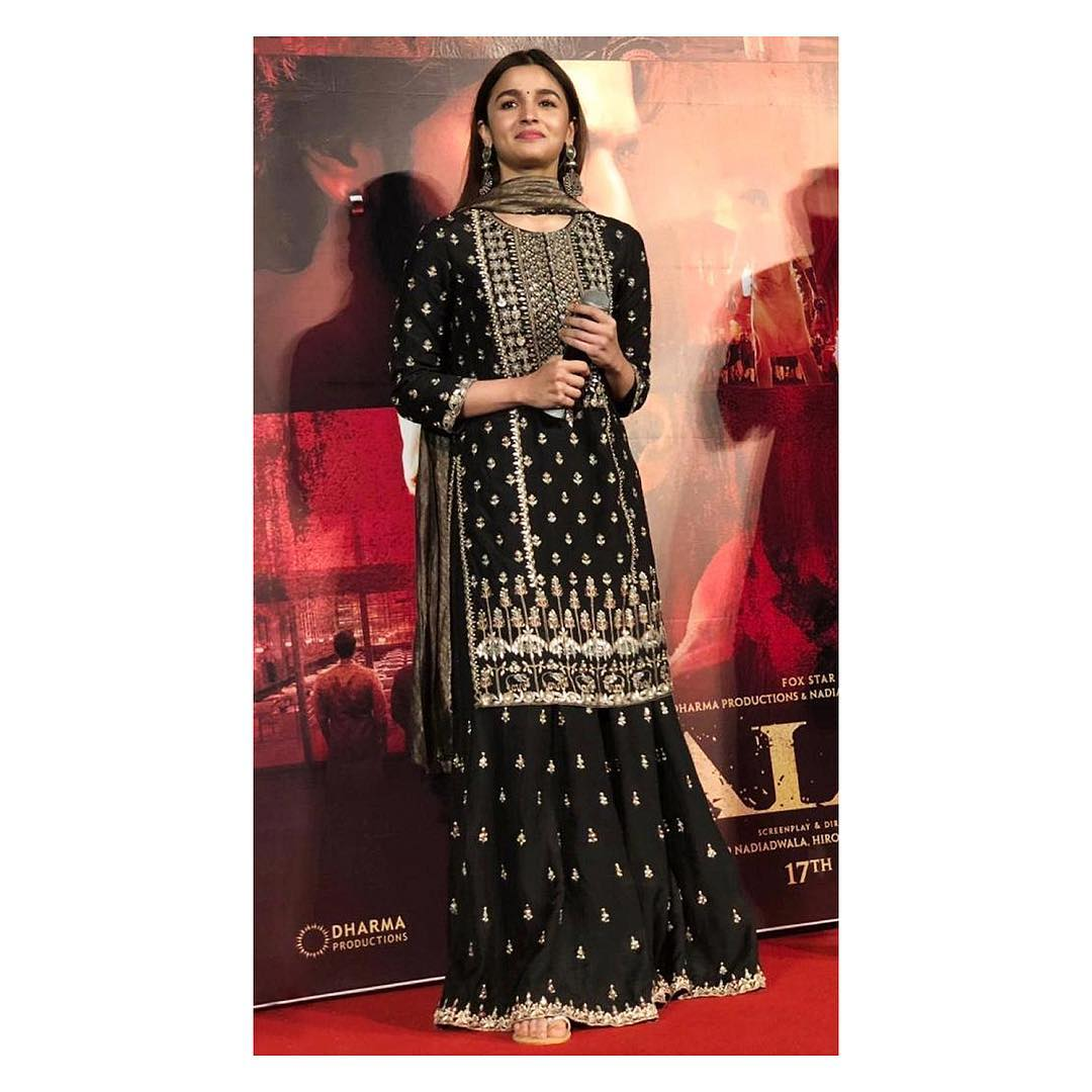 8-alia-bhatt-black-suit-kalank-look