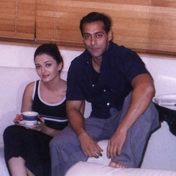 An Unseen Pic Of Aish   Salman Is Making Us Wonder Yeh Chand Kabse Chhupa Tha Badal Mein