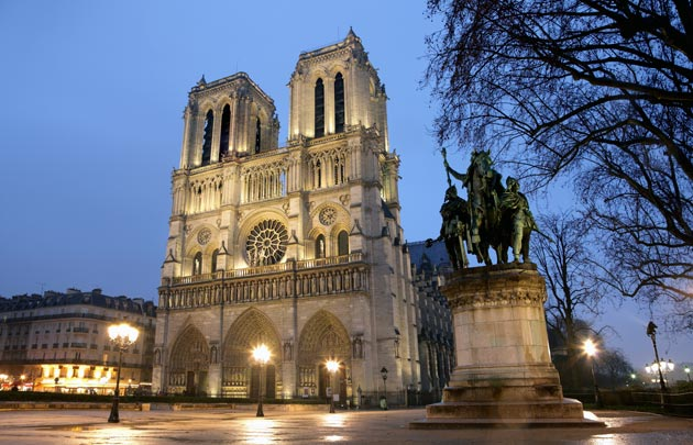 Cathedrale-Notre-Dame-parvis-nuit-630x405-C-Thinkstock