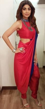 celebrety-inspired-5-beautiful-red-saree-look-in-bengali 03