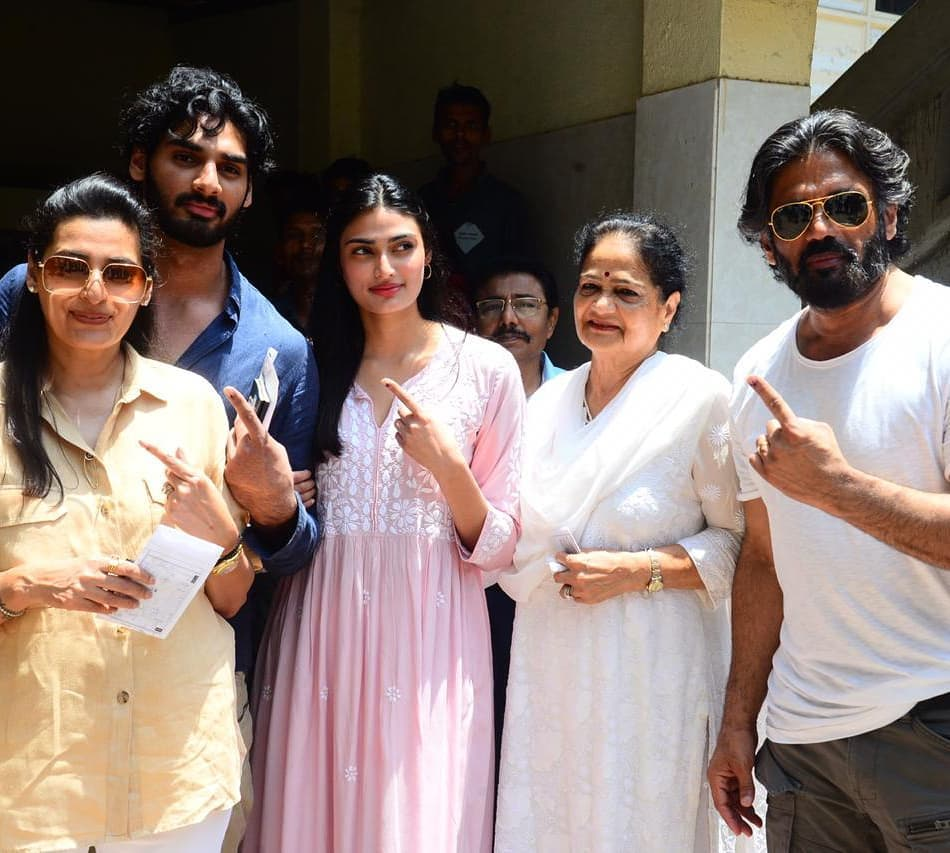 Voting- Suneil Shetty fam
