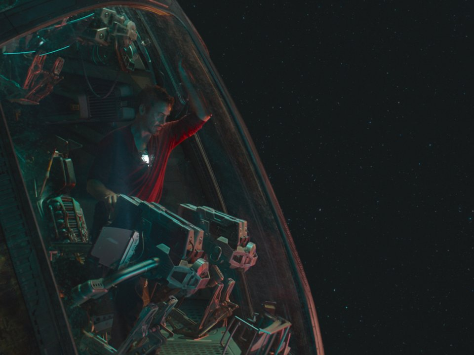 2-avengers-endgame-tony-stark-in-space