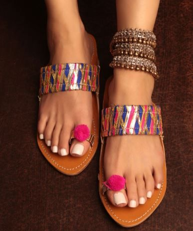 how-to-style-with-kohlapuri-chappals-wearing-indian-western-outfits 02