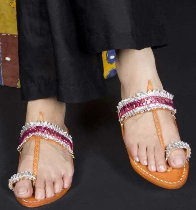 how-to-style-with-kohlapuri-chappals-wearing-indian-western-outfits 05