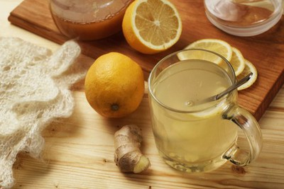 a glass-of-lemon-and-ginger-juice