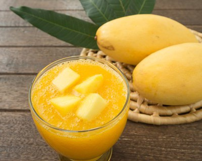 a-glass-of-mango-and-ginger-mixed-detox-drink-juice