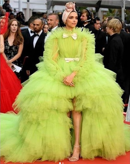 deepika padukone shocks in lime green gown-at-cannes-film-festival 5