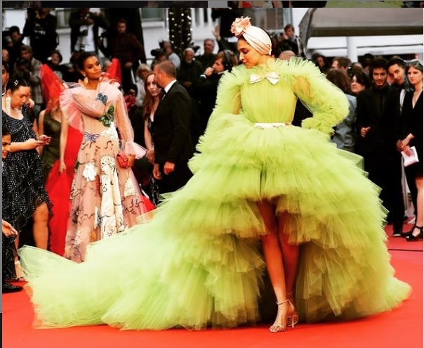 deepika padukone shocks in lime green gown-at-cannes-film-festival 6