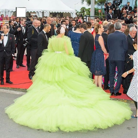 deepika padukone shocks in lime green gown-at-cannes-film-festival 7